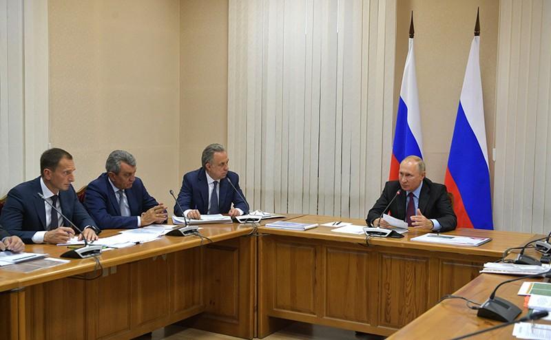 Владимир Путин на совещании по вопросам жилищного обеспечения