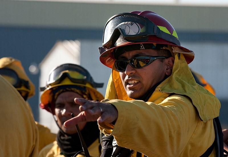 Пожарные США во время тушения возгорания