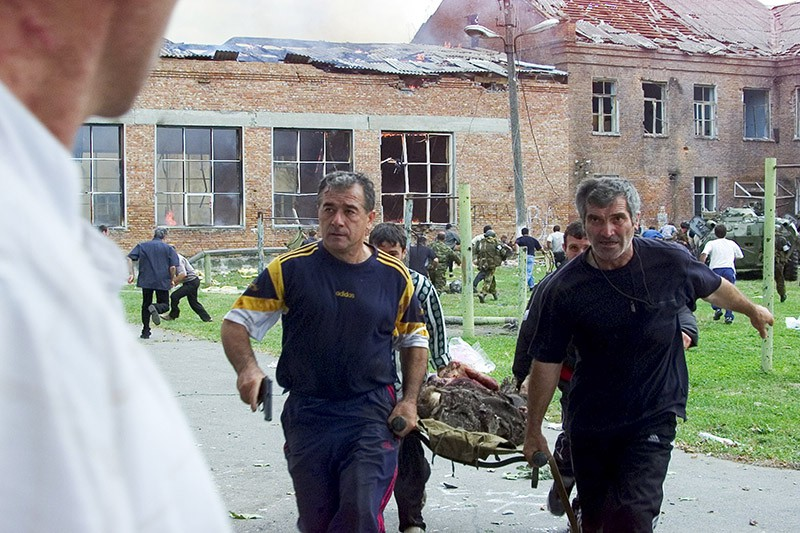 1 сентября 2004 года, террористы захватили заложников. В результате трагедии погибли 334 человека, в том числе 186 детей