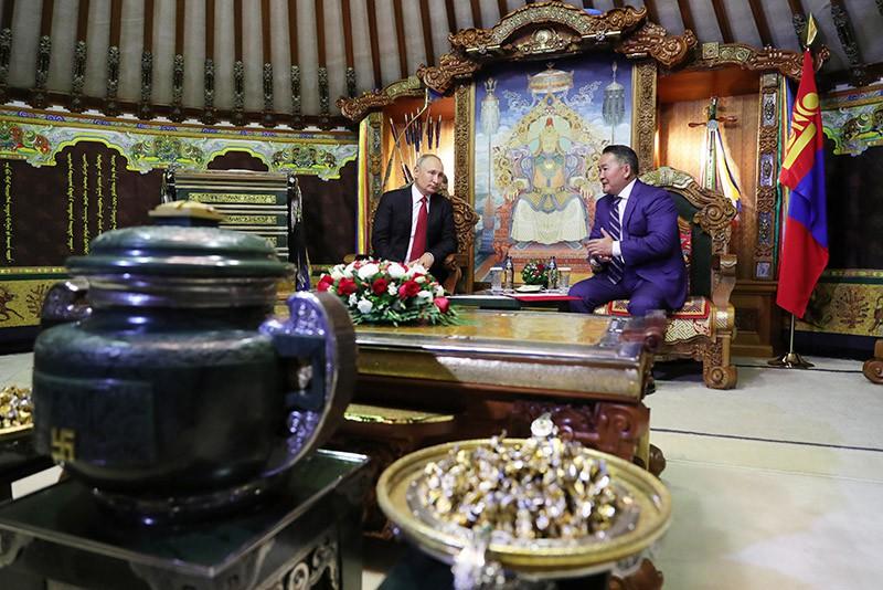Владимир Путин и президент Монголии Халтмагийн Баттулга