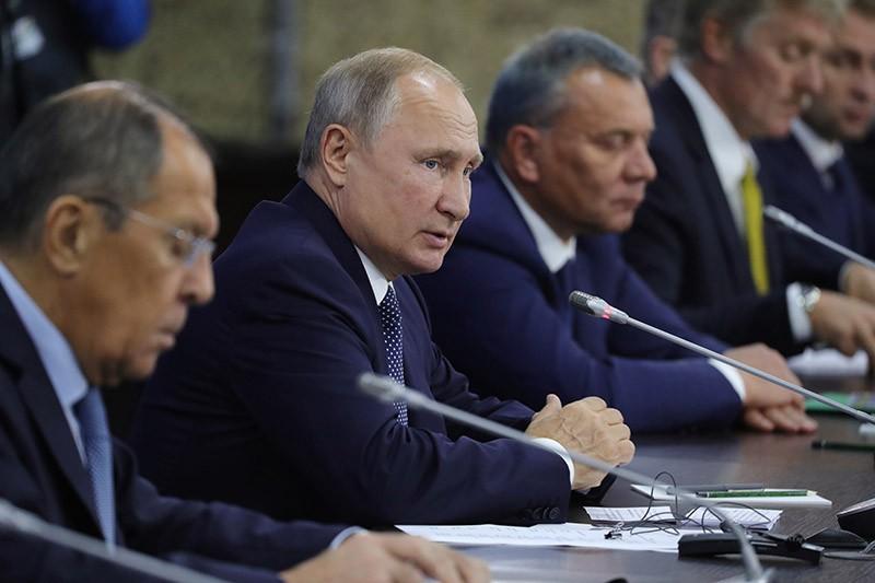 Владимир Путин во время российско-индийских переговоров
