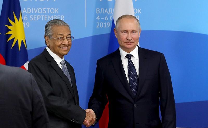 Премьер-министр Малайзии Махатхир Мохамад и Владимир Путин
