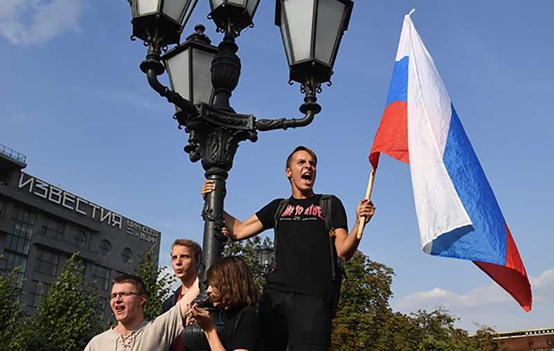 Участники несанкционированного митинга
