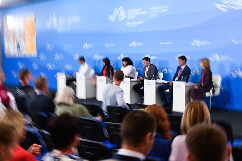 Участники на V Восточном экономическом форуме во Владивостоке