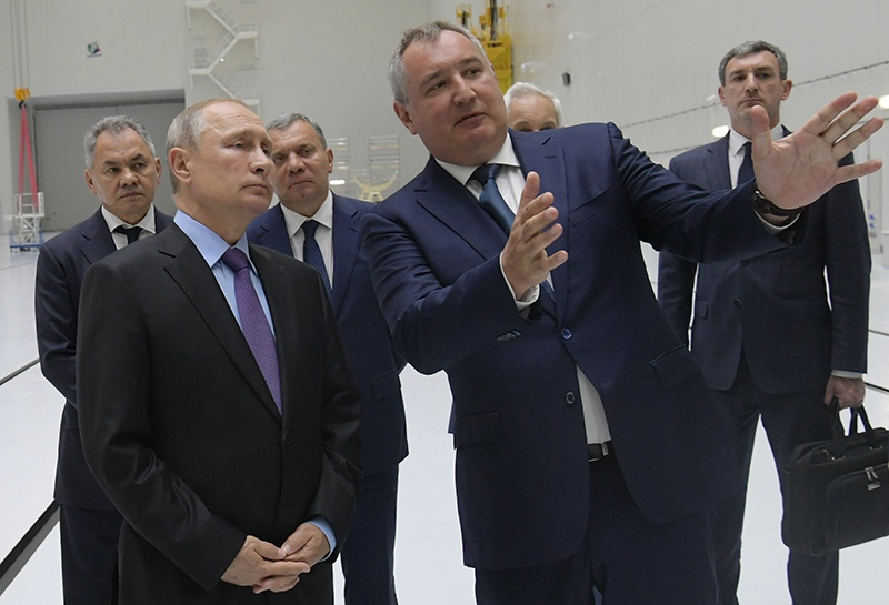 Владимир Путин во время посещения космодрома Восточный