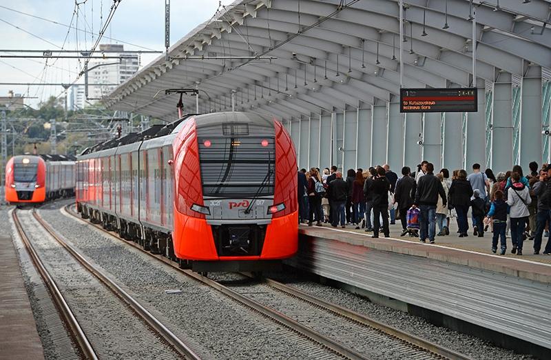 Пассажиры на станции Московского центрального кольца