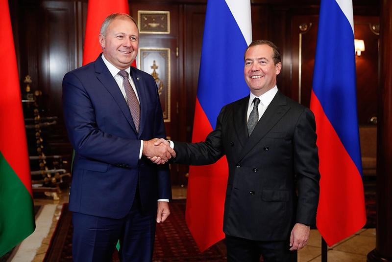 Дмитрий Медведев и Сергей Румас во время встречи