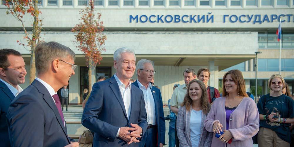 Фонтан, Wi-Fi, велодорожки: возле Московского государственного строительного университета открыли новый парк