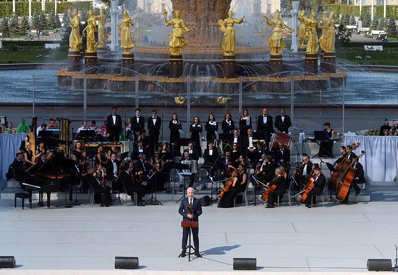Мэр Москвы Сергей Собянин выступает на торжественном мероприятии на ВДНХ