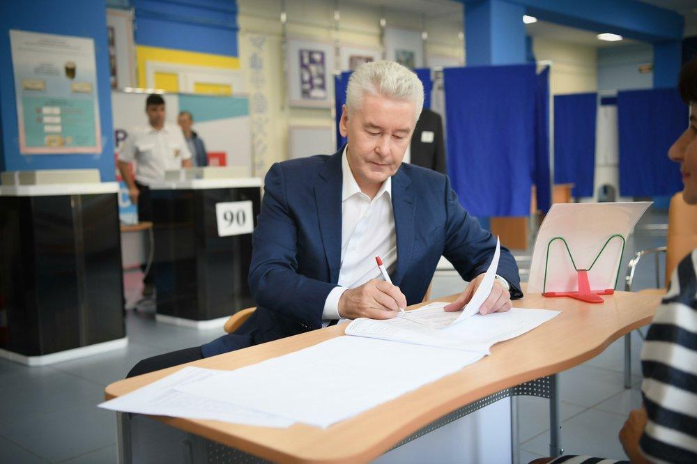 Сергей Собянин во время голосования