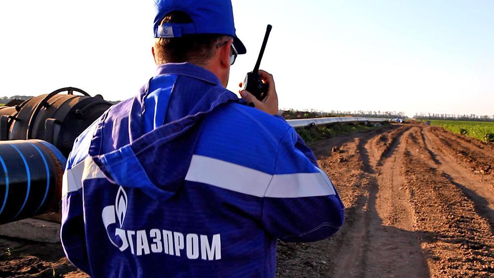 """Работник ПАО """"Газпром"""" на прокладке газопровода"""