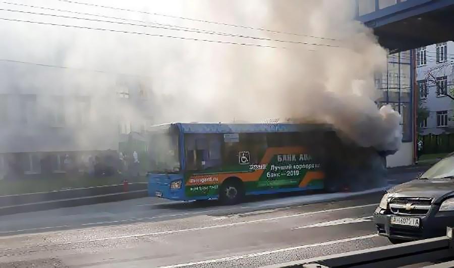 Горящий автобус