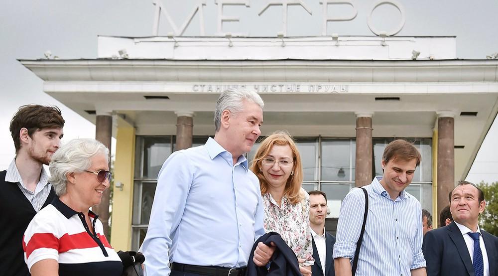 Сергей Собянин у станции метро Чистые пруды