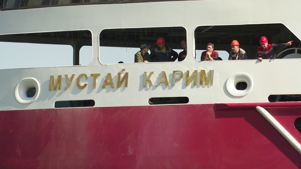 "Четырехпалубный круизный лайнер ""Мустай Карим"""