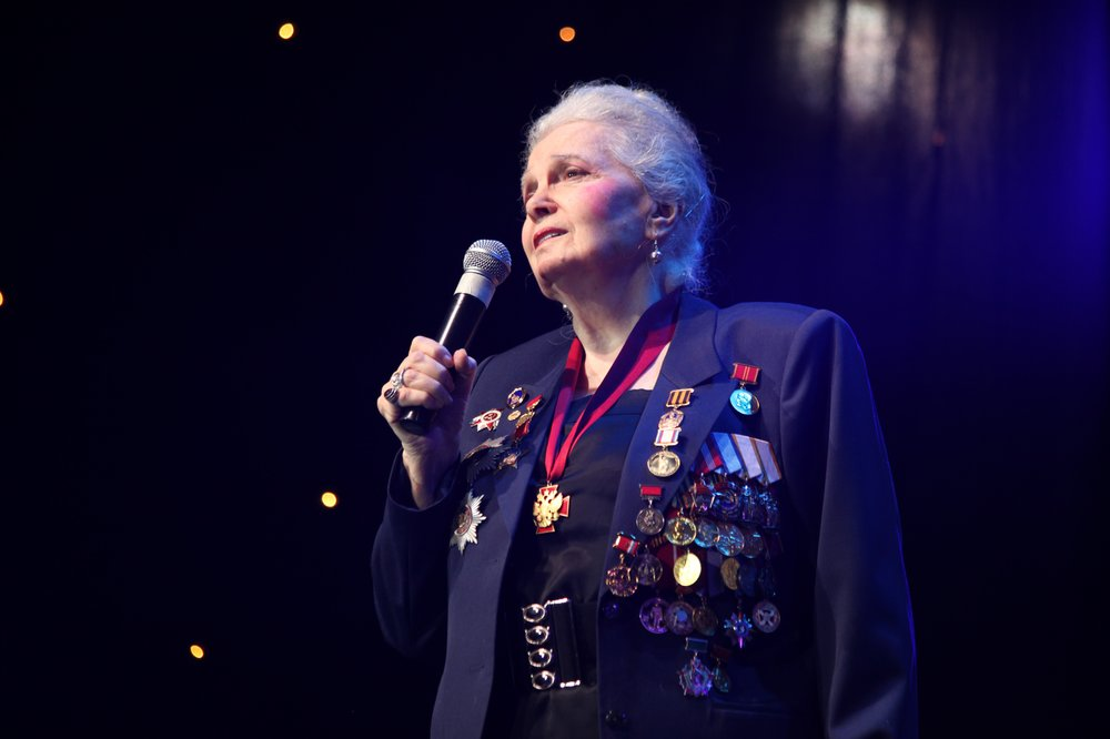 Элину Быстрицкую