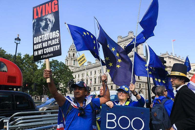 Протестующие в Британии