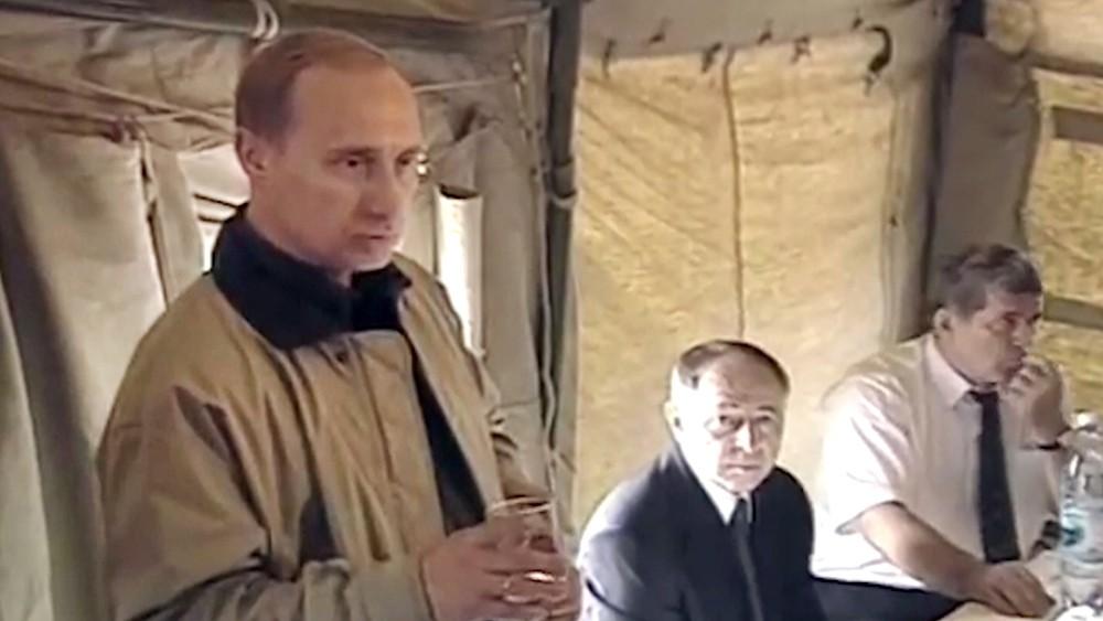 Владимир Путин в Дагестане в 1999 году