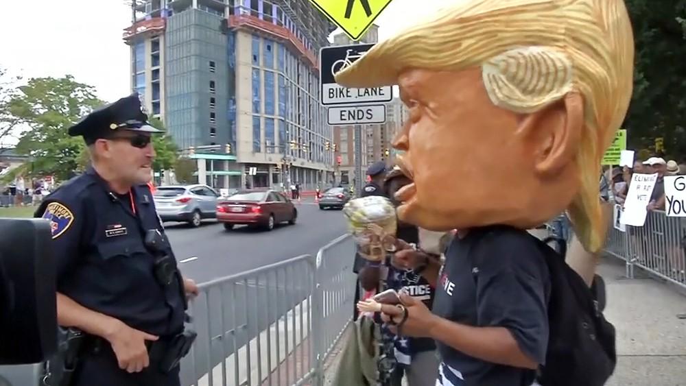 Митинг недовольных политикой Дональда Трампа