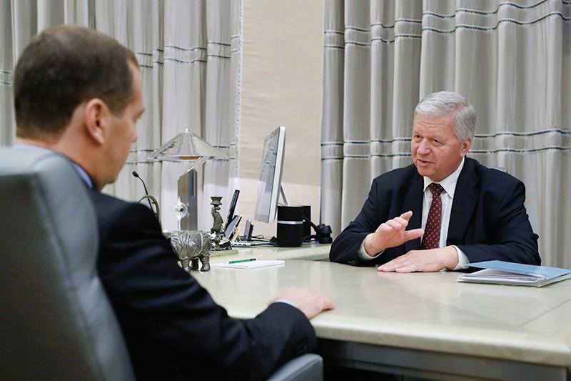 Дмитрий Медведев и председатель Федерации независимых профсоюзов РФ Михаил Шмаков