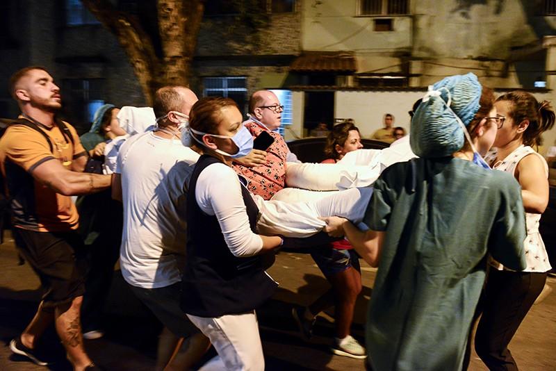 Эвакуация пациентов из горящей больници в Рио-де-Жанейро
