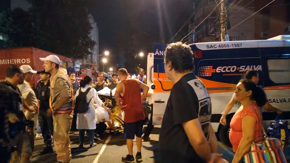 Пострадавшие и врачи в Бразилии