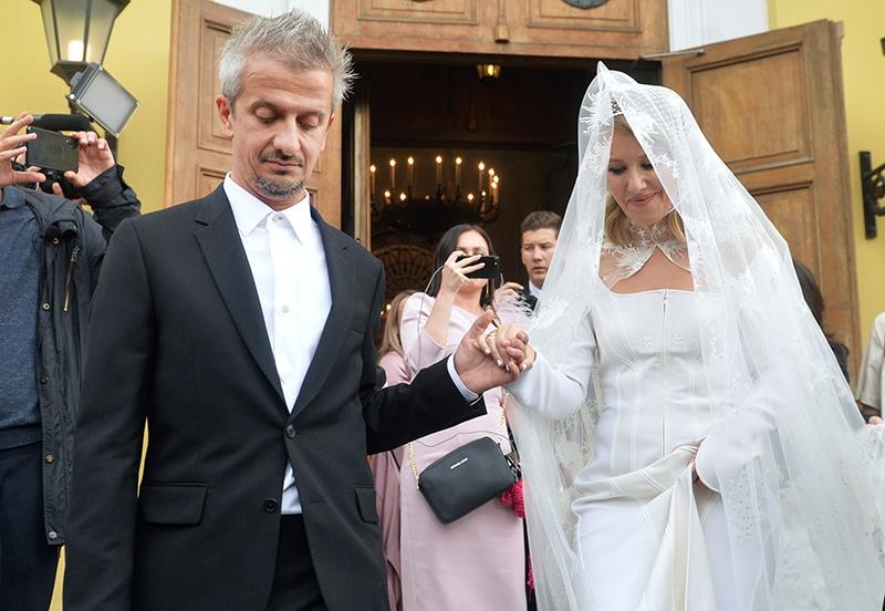 Ксения Собчак и Константин Богомолов после церемонии венчания в храме