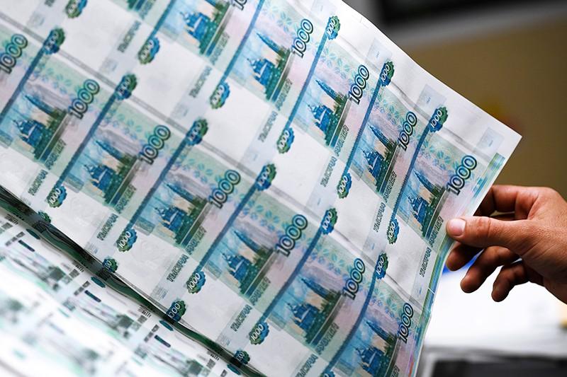 """Листы с денежными купюрами в процессе производства на фабрике АО """"Гознак"""""""