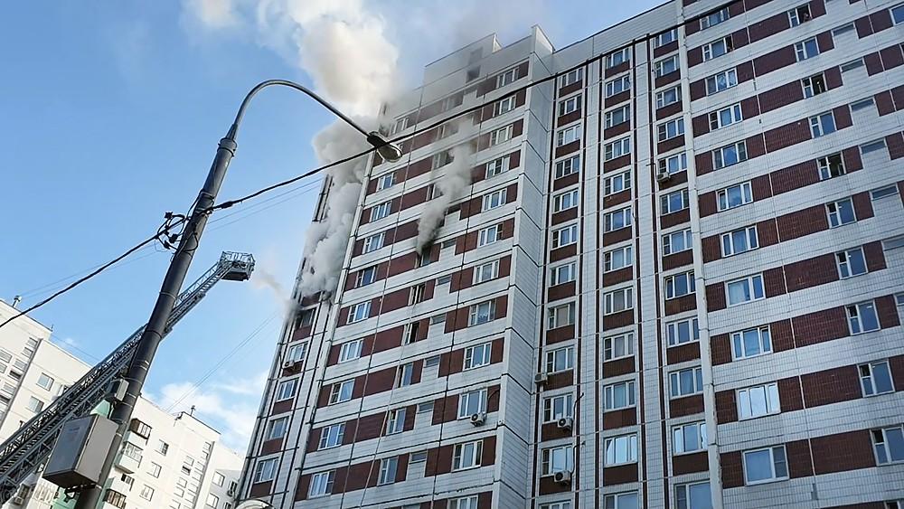 Пожар в многоэтажном жилом доме
