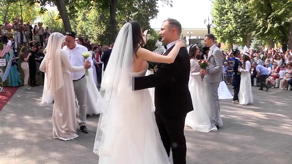 Свадебные пары народов Самары