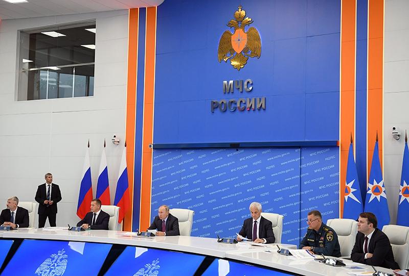 Владимир Путин в кризисном центре Министерства по делам гражданской обороны