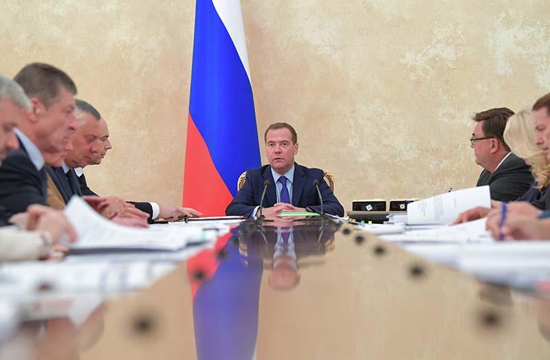 Дмитрий Медведев проводит совещание