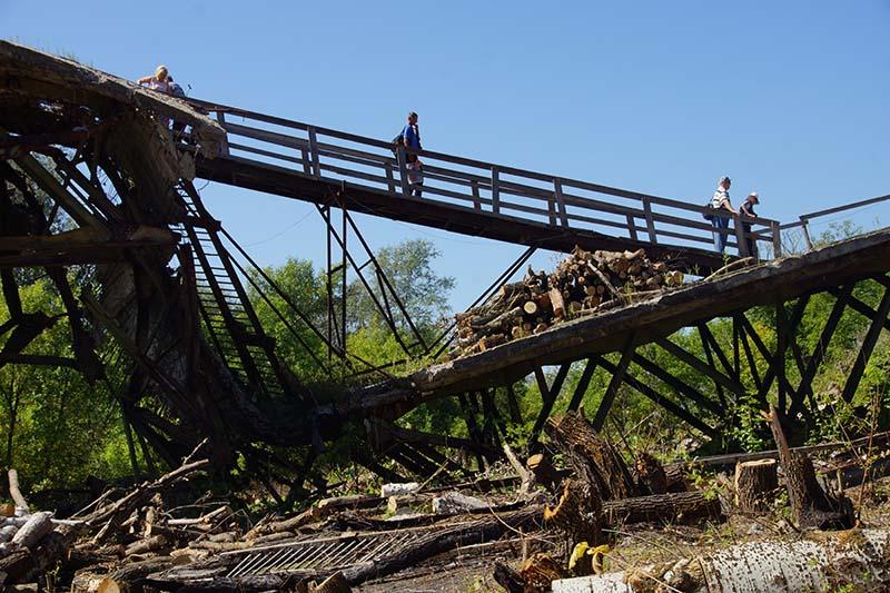 Взорванный мост в Луганске