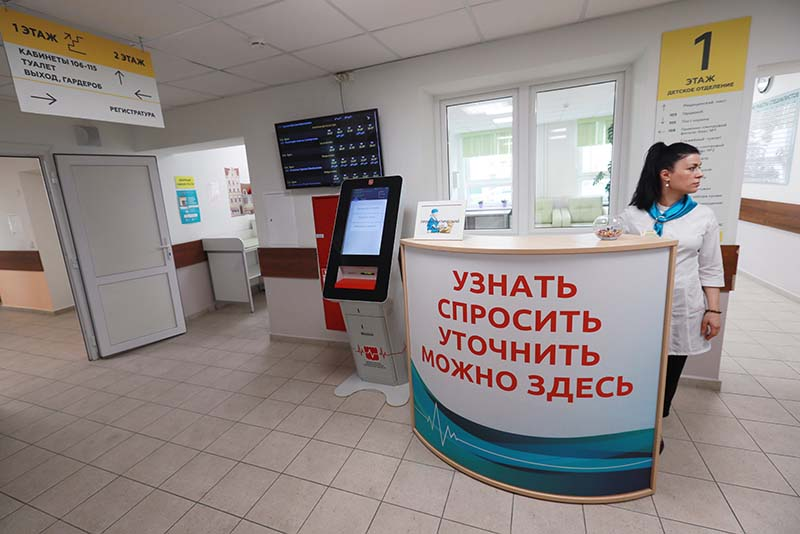 Справочный пункт в холле детской поликлиники
