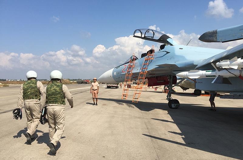 Экипаж истребителя Су-30 перед вылетом
