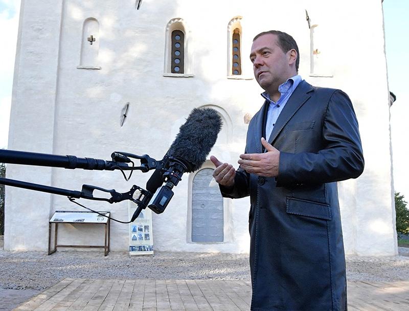 Дмитрий Медведев отвечает на вопросы журналистов
