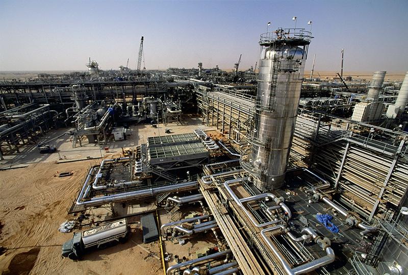 Нефтянй завод в Саудовской Аравии