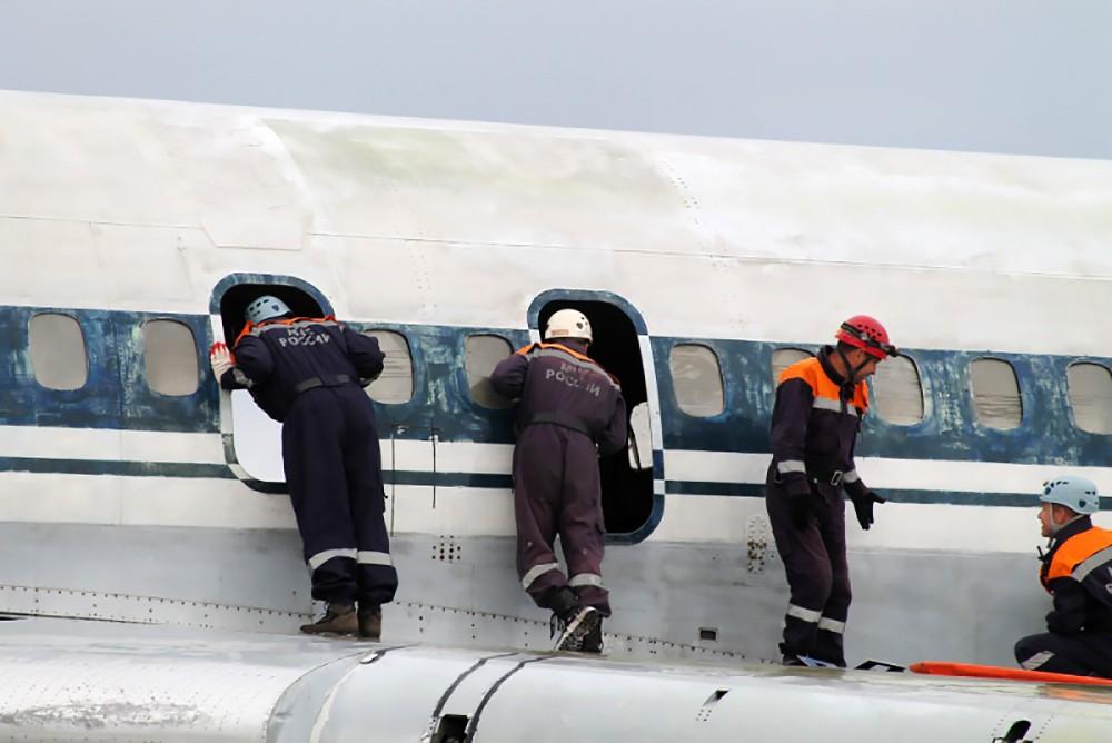 Учения МЧС по тушению самолета