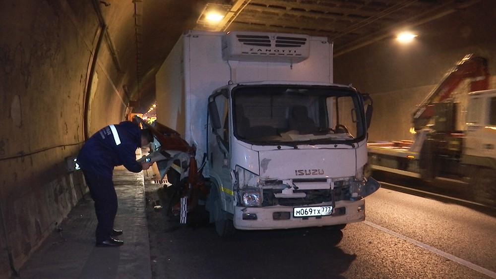 ДТП в Лефортовском тоннеле в Москве