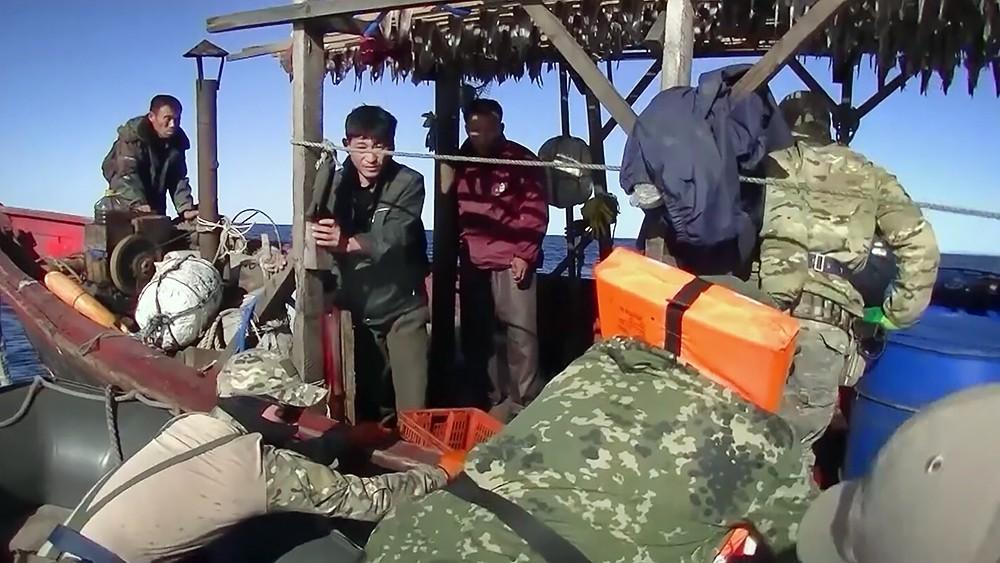 Задержанные браконьеры из КНДР