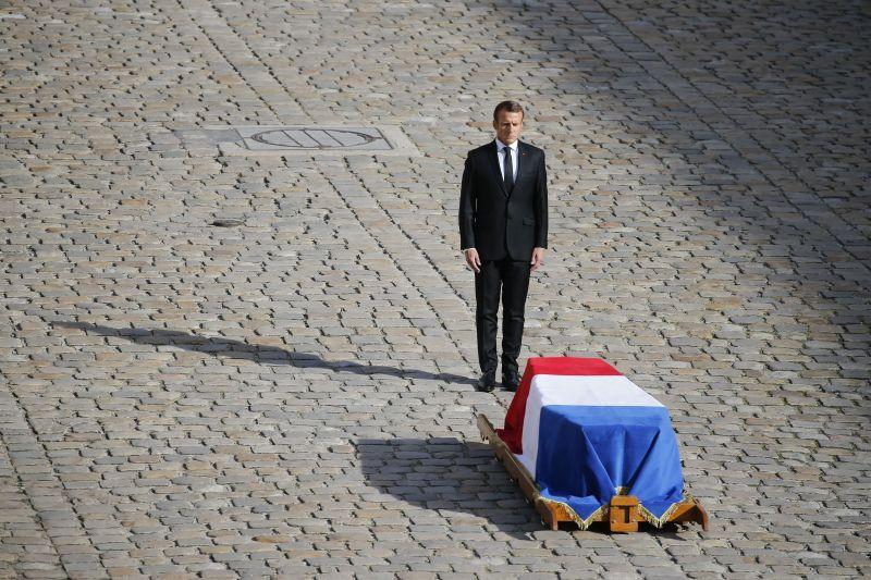 Эммануэль Макрон на церемонии прощания с Жаком Шираком