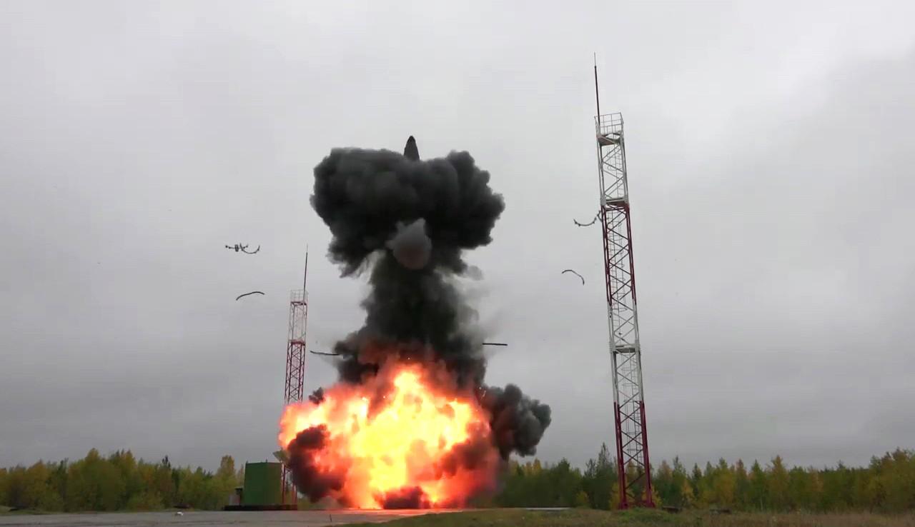 """Учебно-боевой пуск баллистической ракеты """"Тополь-М"""""""