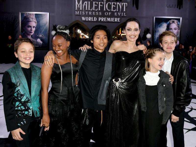 Анжелина Джоли с детьми