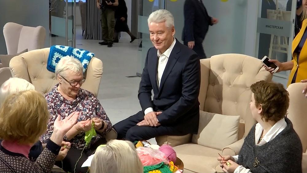Сергей Собянин общается с пенсионерами