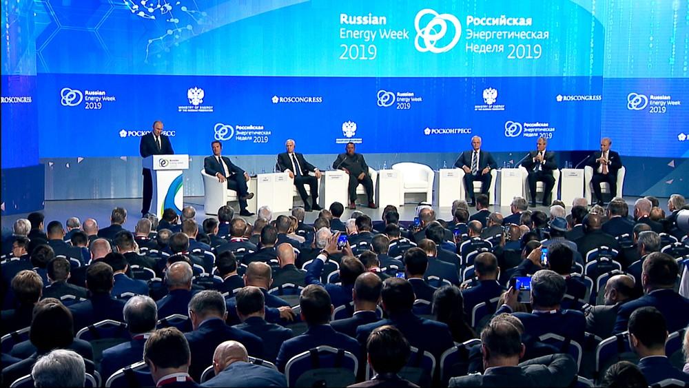 """Владимир Путин на форуме """"Российская энергетическая неделя"""""""