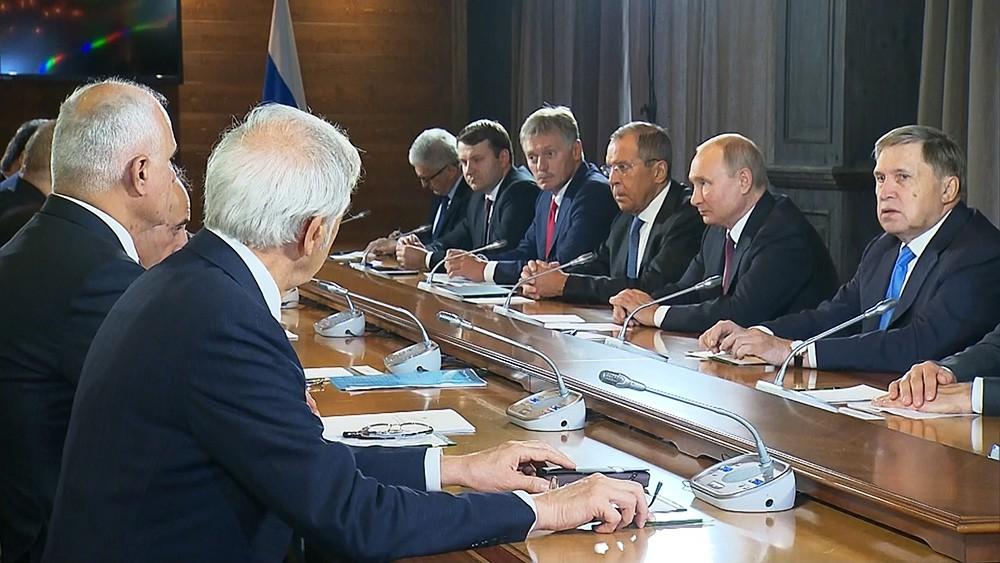 Владимир Путин, Сергей Лавров и Дмитрий Песков