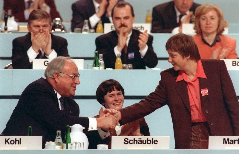 Гельмут Коль и Ангела Меркель (крайняя справа)