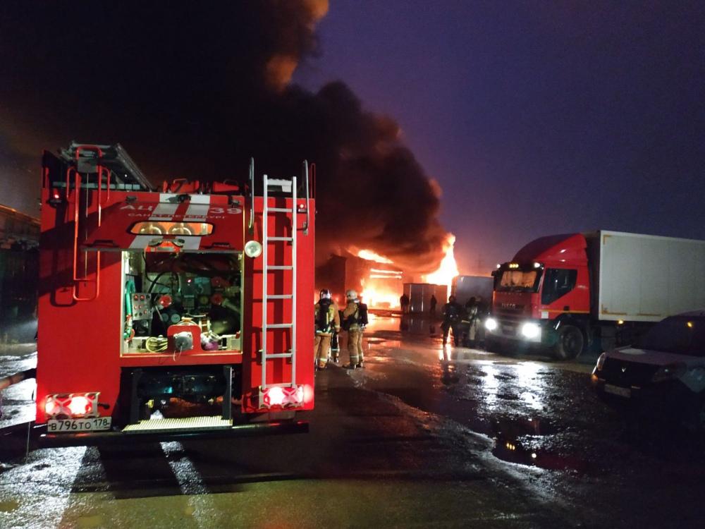 Пожар в промзоне в Санкт-Петербурге