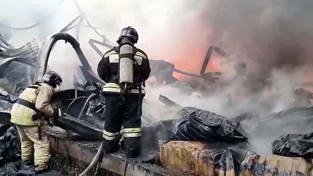 Пожарные ликвидируют возгорание