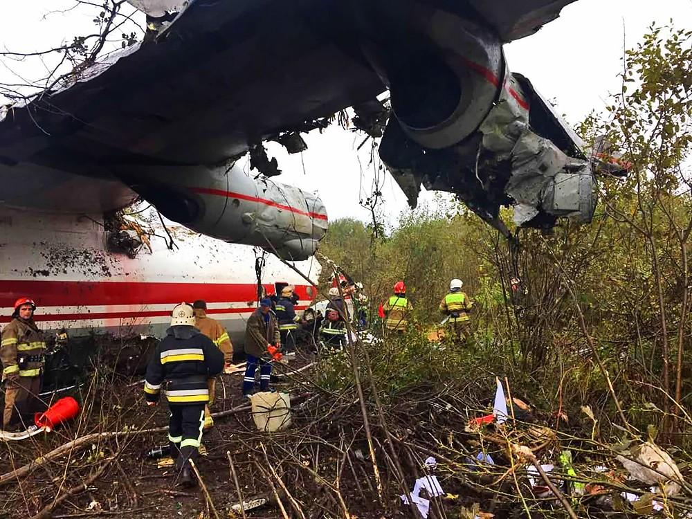 Аварийная посадка украинского самолета Ан-12