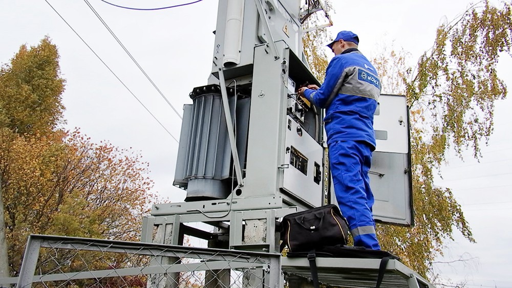 Электрики МОЭСК проверяют подключения частных домов к электросетям